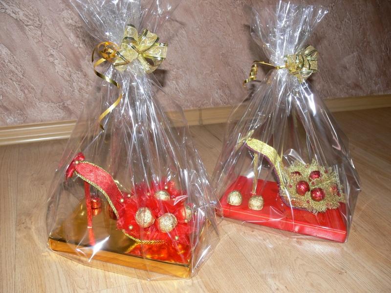 Подарок из конфет для девочки своими руками
